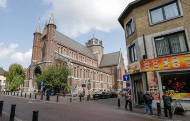Kerktorens, minaretten en fabrieksschouwen in de Rabotwijk (14:00 op 18/07)