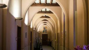 Binnen en buiten Monasterium PoortAckere, een neogotische impressie