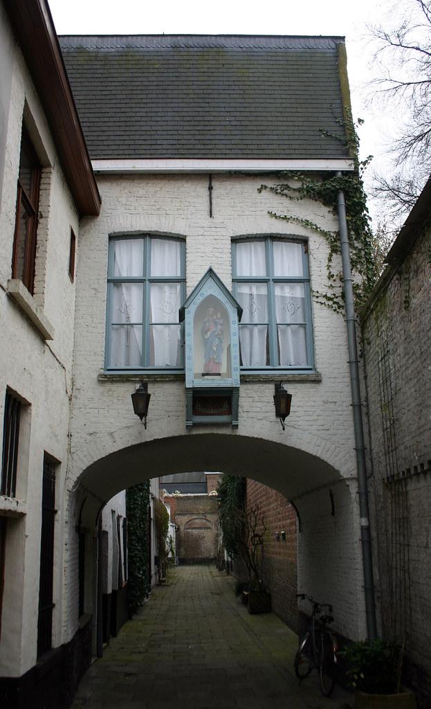 Gent weerspiegeld in haar straatnamen, de Turrepoort en haar verborgen weetjes